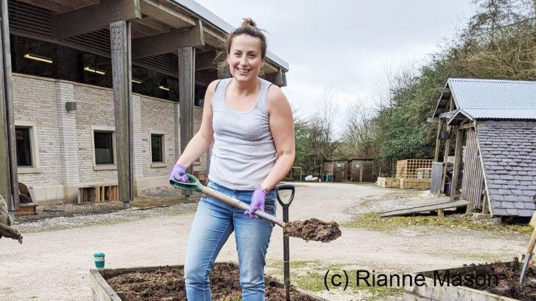 Digging (c) Rianne Mason