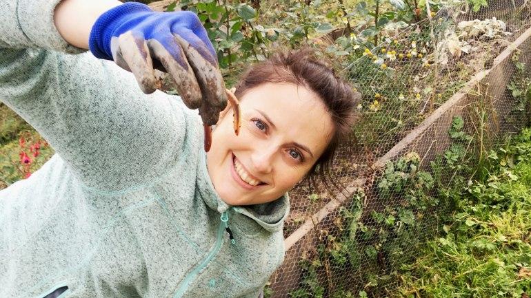 Holding a worm (c) Rianne Mason