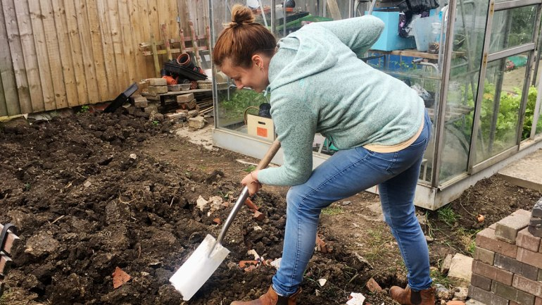 Using a shovel (c) Rianne Mason